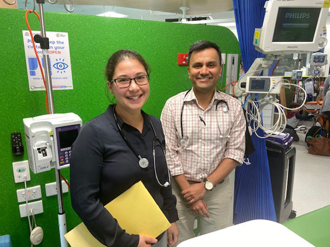 Dr Michelle Ng and Dr Vasant Chinnabhandar on the ward